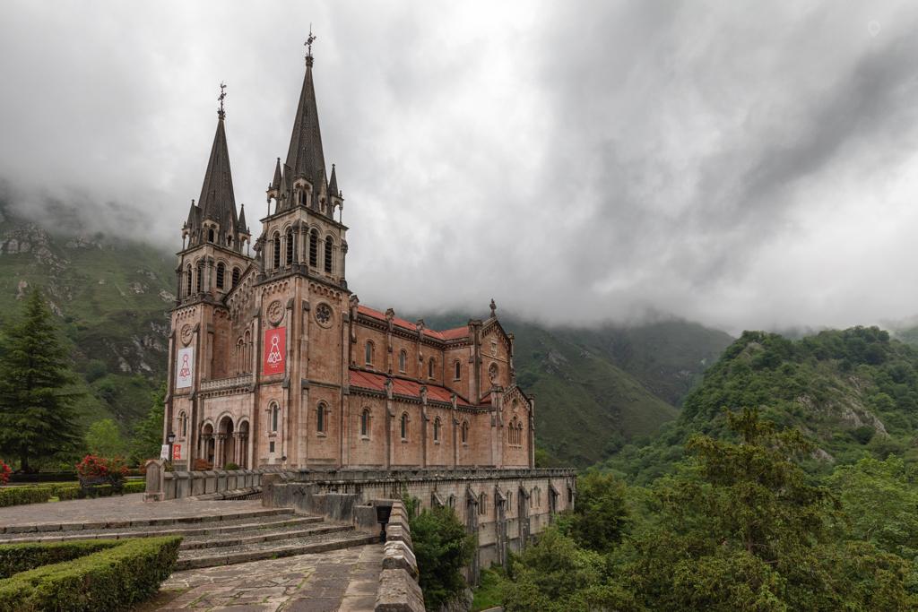 Basilica de Santa María la Real by Jon Barker
